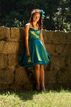 Tyrkysové+hedvábné+šaty+Každá+žena+je+krásná.+Každá+z+nás+se+může+cítit+jako+královna.+Hedvábí+je+dotek+luxusu,+který+si+můžete+dopřát.+Vaše+pokožka+bude+cítit+jeho+jemnost+a+lahodnost.+Je+to+jako+si+vychutnávat+tu+nejjemnější+smetanovou+zmrzlinu+a+užívat+si+jen+ten+jedinečný+okamžik.+Užijte+si+to!Společenské+hedvábné+šaty-+na+objednávku.++TYRKYSOVÉ...