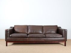 Canapé danois 3 places en cuir.  Designer : Mogens Hansen Danemark. - 1960's