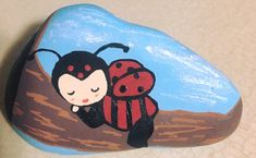Rock lady bug painted rocks, mandala painted r Lady Bug Painted Rocks, Painted Rocks Craft, Hand Painted Rocks, Rock Painting Patterns, Rock Painting Ideas Easy, Rock Painting Designs, Pebble Painting, Pebble Art, Stone Painting