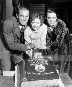Randolph Scott, Nancy Carroll, and Cary Grant with Birthday Cake : Foto di…