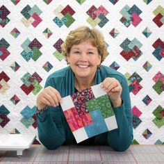 """Jenny has a few tricks of her own to make her version of the Card Trick Quilt as easy as """"abracadabra!"""" Jenny has a few tricks of her own to make her version of the Card Trick Quilt as easy as """"abracadabra! Missouri Quilt Tutorials, Quilting Tutorials, Quilting Designs, Msqc Tutorials, Quilting Ideas, Quilting Projects, Star Quilt Patterns, Star Quilts, Easy Quilts"""