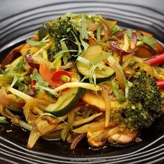 Wok de légumes épicés et sauce soja