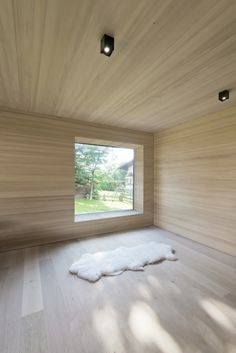 Image 6 of 8 from gallery of Emberger Residence / LP Architektur. Photograph by wortmeyer photography Modern Wooden House, Timber House, Minimalist Interior, Minimalist Living, Architecture Design, Arch House, Wooden Ceilings, Box Houses, Beach Cottage Decor