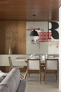 Sala de jantar - revestimento de madeira paredes e teto
