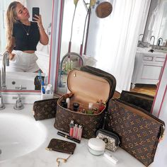 Discover recipes, home ideas, style inspiration and other ideas to try. Lv Handbags, Louis Vuitton Handbags, Louis Vuitton Monogram, Luxury Purses, Luxury Bags, Louis Vuitton Makeup Bag, Cute Bags, Fashion Bags, Runway Fashion