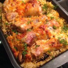 Куриные ножки с рисом и грибами Делюсь еще одним легким и незатейливым рецептом. Рецепт хорош тем, что не нужно отдельно отваривать рис на гарнир - достал блюдо из духовки и раз на стол. Ингредиенты: куриные голени - около 1 кг рис - 1 стакан куриный бульон - 1-1,5 стакана шампиньоны приправа для курицы соль майонез перец чеснок Приготовление: ♨️Куриные голени вымыть, обсушить и обмазать смесью из майонеза, соли, перца, чеснока и отставить в сторону. ♨️Промыть стакан риса. Нарезать…