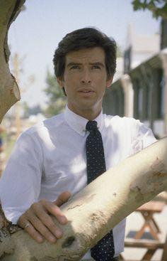 Pierce Brosnan in Detektyw Remington Steele (1982)
