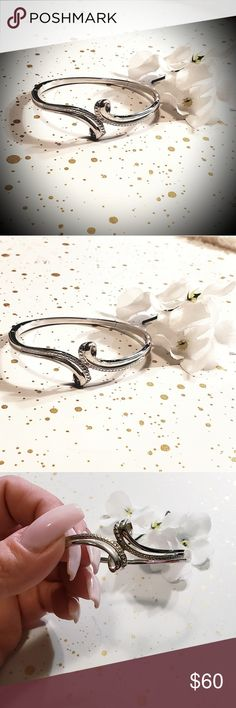 18ct. White Gold plated bracelet. Brand new, never worn 18ct. white gold plated bracelet with beautiful twist design. Jewelry Bracelets