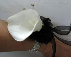 Calla lily wrist corsage Black & white Wedding corsage Mother of the bride