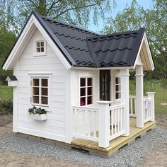 Cutest playhouse i have seen kids playhouse outdoor, backyar Outside Playhouse, Girls Playhouse, Backyard Playhouse, Build A Playhouse, Playhouse Outdoor, Backyard Playground, Childrens Playhouse, Playhouse Ideas, Backyard Ideas