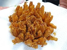 Der perfekte Snack zum Grillen und dippen ist diese knusprige Zwiebelblume. Ein einfaches Rezept mit Bilderfolge für eine Schritt für Schritt Anleitung.