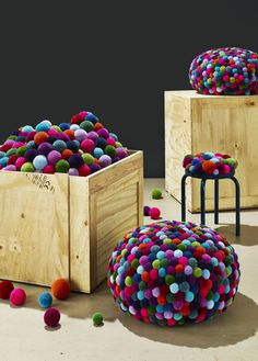 Pompon Pouf, Stool and Cushion multicolored: using over 600 small pompons to creat one of these psychodelical objects Textile Sculpture, Soft Sculpture, Hippie Crafts, Hippie Party, Pom Pom Rug, Berlin, Pom Pom Crafts, Brocade Fabric, Floor Cushions