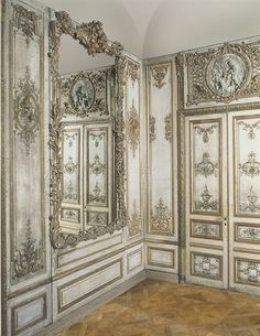 The design of this room is from the Rococo period. A Louis XV Parcel-Gilt And Cream-Painted Panelled Room French Furniture, Painted Furniture, Chateau Hotel, Luis Xvi, Cream Paint, Interior Decorating, Interior Design, Classic Interior, Modern Interior