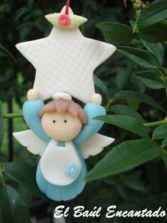 ☆ *´¨`*• ★ . ☆ . ★ •*´¨`* ☆ Realizado artesanalmente en porcelana... Medidas aproximadas: 8,5 cm de alto por 4,5 cm de ancho Variedad de ... Polymer Clay Ornaments, Polymer Clay Figures, Polymer Clay Crafts, Make Your Own Clay, Polymer Clay Christmas, Crafts For Kids, Fun Crafts, Clay Design, Christmas Decorations