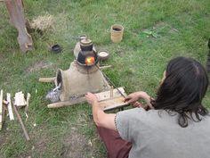Ons glas oventje hout gestookt zonder blaasbalgen. kan een temperatuur van boven de 1000 graden Celsius halen. https://ijzertijdboerderij.wordpress.com http://www.ijzertijdboerderij.nl