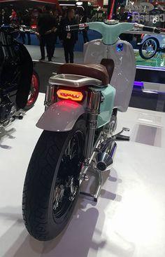 Bên cạnh mẫu xe điện EV-Cub Concept, Honda đã gây ấn tượng mạnh cho khách tham quan triển lãm Bangkok Motor Show 2016 với 3 mẫu xe concept khác, gồm Super Cub, BB Cub và Scoop Cub.
