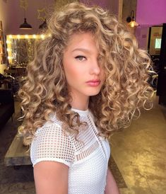 47 Cute Curly Hairstyles Design Ideas for Teenage in 2019