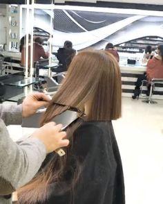 Mounir Is the Lebanese Hair Stylist Who Cuts a Perfect Bob in Under a Minute Blunt Hair, Waist Length Hair, Lob Haircut, Cut Her Hair, Hair Transformation, Long Hair Cuts, Grunge Hair, Hair Videos, Bob Hairstyles