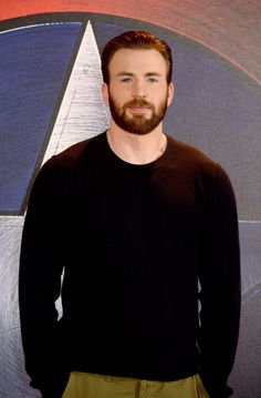 Pin for Later: 18 Chris Evans Pictures That Will Melt You Into a Puddle Capitan America Chris Evans, Chris Evans Captain America, Capt America, Robert Evans, Doja Cat, Steve Rogers, Celebrity Photos, Celebrity Babies, Celebrity Gossip