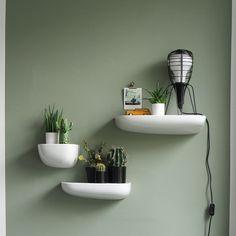 Kleurtrend-vergrijsd-groen Bedroom Green, Bedroom Colors, Bedroom Wall, Home Decor Wall Art, Room Decor, Tree House Interior, Colourful Living Room, Colorful Interiors, Home And Living