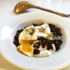 Ground dried sturgeon caviar, caviar lentils, poached eggs, crème fraiche  #breakfast @petrossian_fr