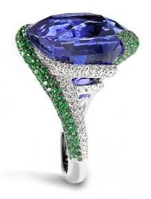 This Burmese sapphire ring is from jewelry designer de GRISOGONO and features an…