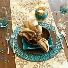 Elegant turquoise and gold tablescape