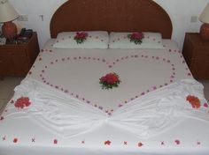 Amazing Bedroom Decor For Valentine Day 08 Bedroom Games, Bedroom Decor, Romantic Room Surprise, Birthday Room Decorations, Heart Decorations, Romantic Room Decoration, Simple Furniture, Valentine's Day, Awesome Bedrooms