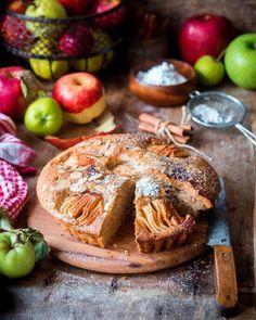 3,039 отметок «Нравится», 54 комментариев — Irina Meliukh (@saharisha) в Instagram: «Spiced Apple cake 🍎 Ещё один незамысловатый яблочный рецепт, нежный пирог (или кекс) с яблоками и…»