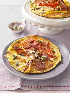 Herzhafte Pfannkuchen mit Paprika und Salami