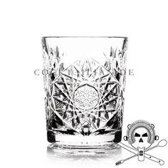 Großes Double Old Fashioned Glas aus der Libbey *Hobstar* Serie.  Gut gelungene Kombination aus solider Verarbeitung mit schwerem Boden und starker Wandung für regelmäßigen Einsatz in Bars und ansprechendem, klassischen Design mit verspieltem Schliffmuster an der Glasaußenseite.  Nominiert zur Bartenders' Choice bei den Mixology Bar Awards 2012.