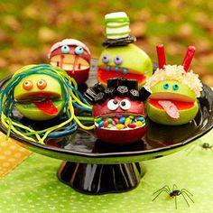 Monstres pommes ! http://www.parents.com/recipes/holidays/halloween/easy-last-minute-halloween-recipes/?socsrc=pmmfb1310258