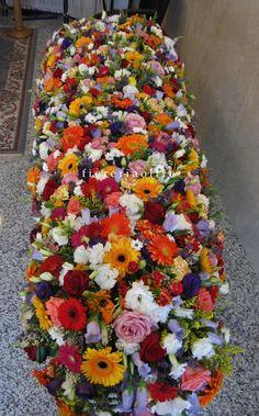 Fioreria Oltre/ In memoriam/ Funeral flowers/ Full casket spray https://it.pinterest.com/fioreriaoltre/fioreria-oltre-in-loving-memory/