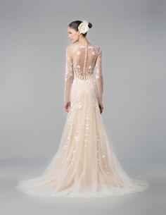 Foto 13 de 13 Delfina: Delicado y hermoso traje de novia en tul color carne con bordados y femenina espalda | HISPABODAS
