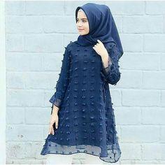 Harga Rp. 116.000 Type : alzarin. Masidayu Tunik Bahan : iner wolfice + Luaran rubiah (menyatu)  Ukuran : All size fit to L Warna : Navy All item free ONGKIR . . . .  #fashion#hijabers#navy#beautiful#lifequotes#lifestyle#gayahidup#masakini#bisnis#bussiness#ladies#office#kekinian#uptodate#hijabstyle#hijabfashion#fashionable#instapic#bogor#depok#jakarta#bandung#surabaya#djogja#solo#sukabumi#lfl#lff#lll#l http://quotags.net/ipost/1641974834584216835/?code=BbJd2mZheUD