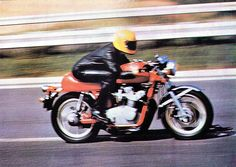 Anke-Eve Goldmann at full throttle on her Hansen type MV Agusta 750S. She used to take it up to well over 200km/h as early as 1976