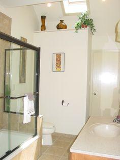 1068 Oakland Avenue Hall Bath