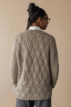 Absolutely love the gorgeous interlocking cables on the Frederick Cardigan from Wool Studio Volume III: The Michele Wang Collection. Aran Knitting Patterns, Cable Knitting, Knitting Designs, Hand Knitting, Cardigan Pattern, Knit Cardigan, How To Purl Knit, Warm Outfits, Cardigans For Women