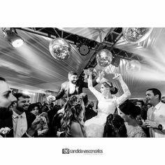 E no dia do seu Casamento faz isso, se jogaaa!!!  Foto: @thgo.coutto (Thiago Coutto)  Casamento Ana Laura e Yuri  Conheça mais do nosso trabalho em:  www.candidavasconcellos.com.br