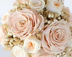 Ramo de novia oro rosa flores preservada no por Floralescence