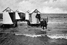 Badkoetsjes in zee Amsterdam, Swimming, Entertaining, Campaign, Painting, Google, The Sea, Historical Photos, Swim