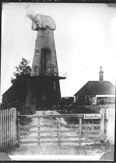 Thorne smock Mill, Lunsford Cross, Ninfield, c 1908.Built as late as 1870 it was one of the last and tallest windmills in Sussex but had a short life, ceasing work in 1906 when tail winded (blown from the back) half lifting the cap and jamming the sails against the tower, although the cap was restored the sails were taken down and eventually the mill demolished after a few years.Today only the brick Base survives. _home_artefactual_digi_objects_Rest_1120694_141.jpg (426×599)