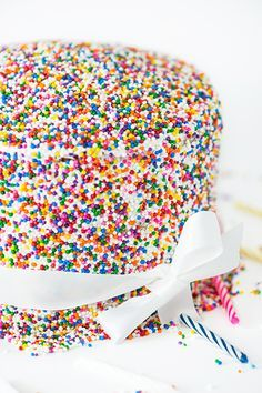How to Cover a Cake with Sprinkles