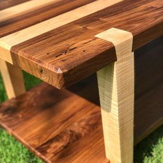 Coffee table design above is an extremely exceptional as well as modern layouts. Hope you get the idea or motivation for your modern coffee table. Coffee Table Joints, Diy Coffee Table, Coffee Table Design, Modern Coffee Tables, Woodworking Joints, Woodworking Furniture, Woodworking Machinery, Le Mans, Old Wood Table