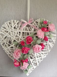 Wicker heart that has been decorated using foam roses. Wicker heart that has been decorated using foam roses. Rose Crafts, Heart Crafts, Diy And Crafts, Valentine Wreath, Valentine Day Crafts, Valentine Heart, Deco Floral, Arte Floral, Heart Decorations