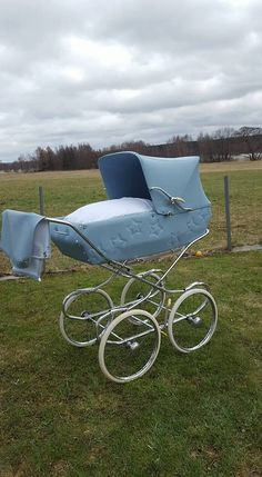 Baby Kind, Pram Stroller, Baby Strollers, Real Life Baby Dolls, Vintage Pram, Prams And Pushchairs, Baby Prams, Baby Carriage, Strollers