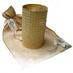 Luminária sustentável feita de bagaço de cana. Produz uma luz indireta linda. Personalizável em tamanhos e cores variadas.