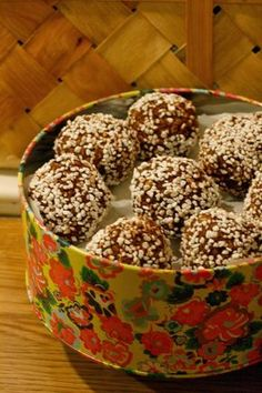 Bestemors sjokoladeboller – Grys kjøkkenskriverier No Bake Snacks, Recipe Boards, Sweet Desserts, Yummy Drinks, No Bake Cake, Cake Recipes, Food And Drink, Cooking Recipes, Sweets