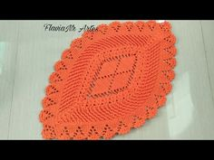 Tapete Carinho - YouTube Crochet Stitches, Knit Crochet, Crochet Hats, Crochet Table Mat, Shag Carpet, Doily Patterns, Bedroom Carpet, Crochet Videos, Table Covers