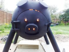 The stove has been made from a gas bottle. Metal Projects, Welding Projects, Metal Crafts, Mig Welding, Welding Art, Gas Bottle Wood Burner, Gas Bottle Bbq, Outdoor Stove, Four A Pizza